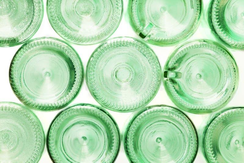 Unterseiten von den leeren Glasflaschen lokalisiert auf Weiß stockfoto