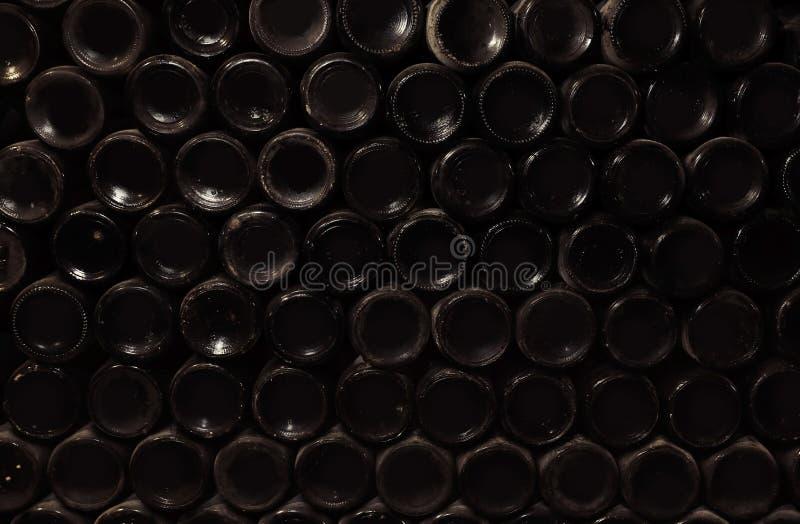 Unterseiten von Weinflaschen als Hintergrund lizenzfreie stockbilder