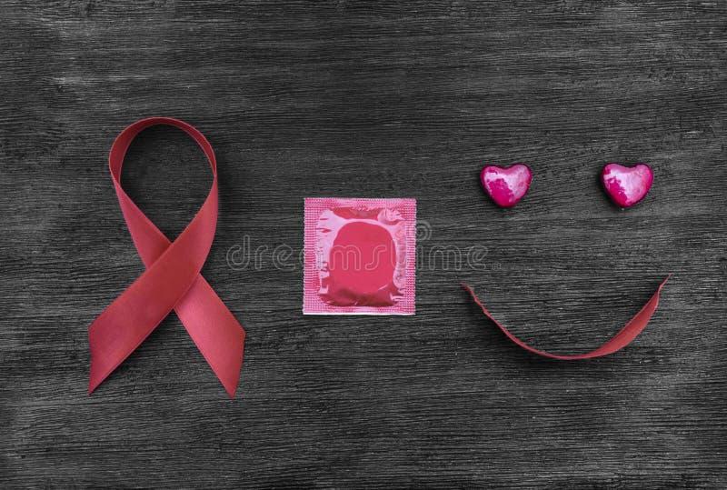 Unterstützt Band, Kondom und glückliches Gesicht lizenzfreies stockbild