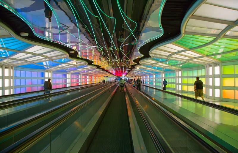 Untertagedurchgang im Flughafen Chicagos O'Hare stockfotos