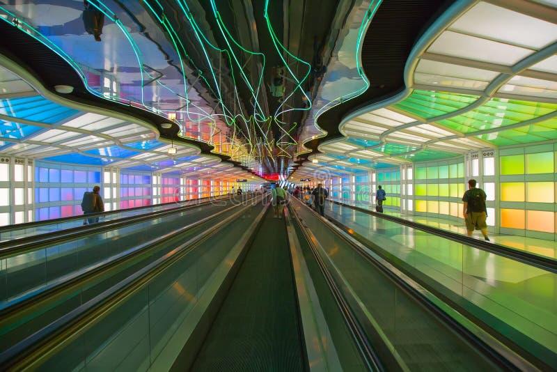 Untertagedurchgang im Flughafen Chicagos O'Hare stockfotografie