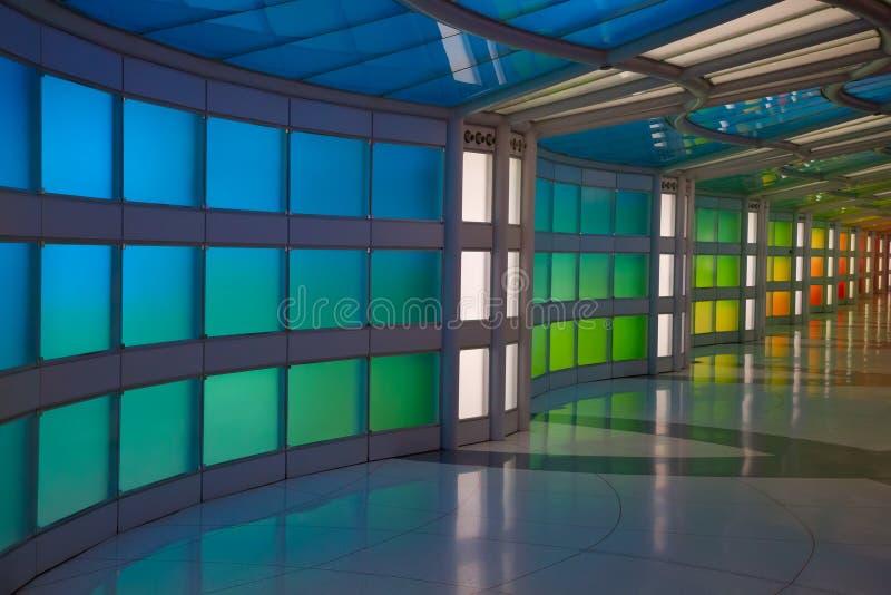 Untertagedurchgang im Flughafen Chicagos O'Hare lizenzfreie stockfotos