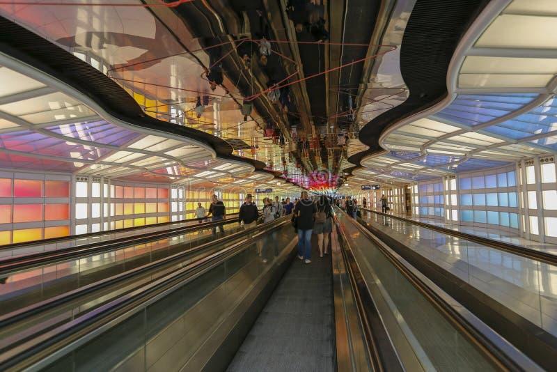 Untertagedurchgang im Haseflughafen Chicagos O Mobilität, Farbe stockfotos