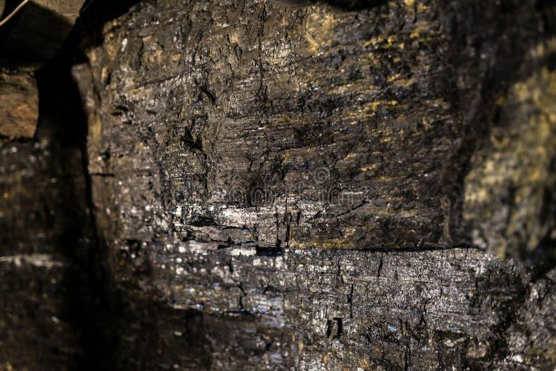 Untertagekohlengrube der schwarzen Kohlenwand stockbild