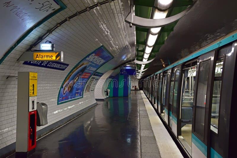 Untertageteil von Paris Metro oder Metropolitain lizenzfreies stockfoto