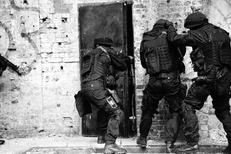 Unterteilunganti-terroristpolizei. stockbilder