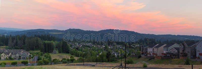 Unterteilungen von Häusern im glücklichen Tal-Panorama lizenzfreies stockfoto