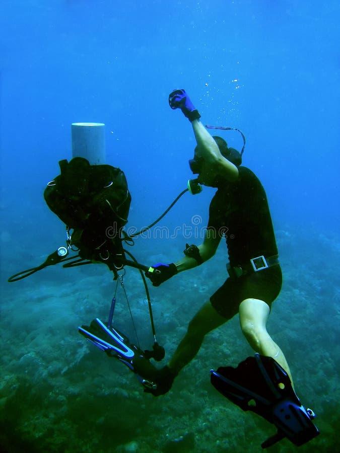Unterwasseratemgerätbremsungen lizenzfreie stockbilder