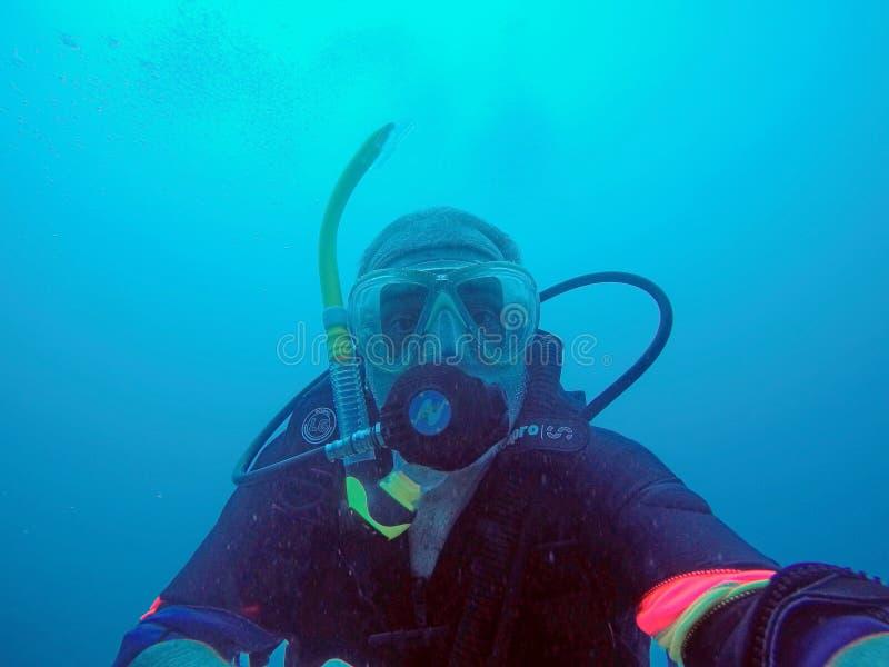 Unterwasseratemger?t-Taucher Unterwasser stockfotografie