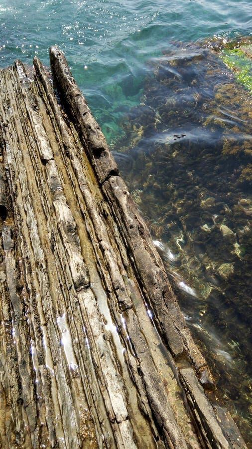 Unterwasserfelsen lizenzfreie stockbilder