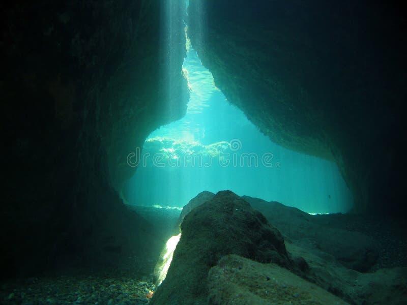 Unterwasserhöhleleuchten lizenzfreies stockfoto