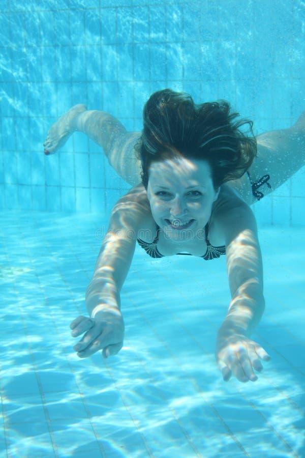 Unterwassermädchen lizenzfreie stockfotos