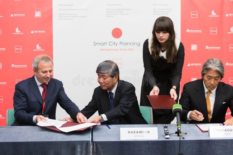 Unterzeichnen der Absichtserklärung SCP mit einigen privaten russischen Immobiliengesellschaften stockfotografie