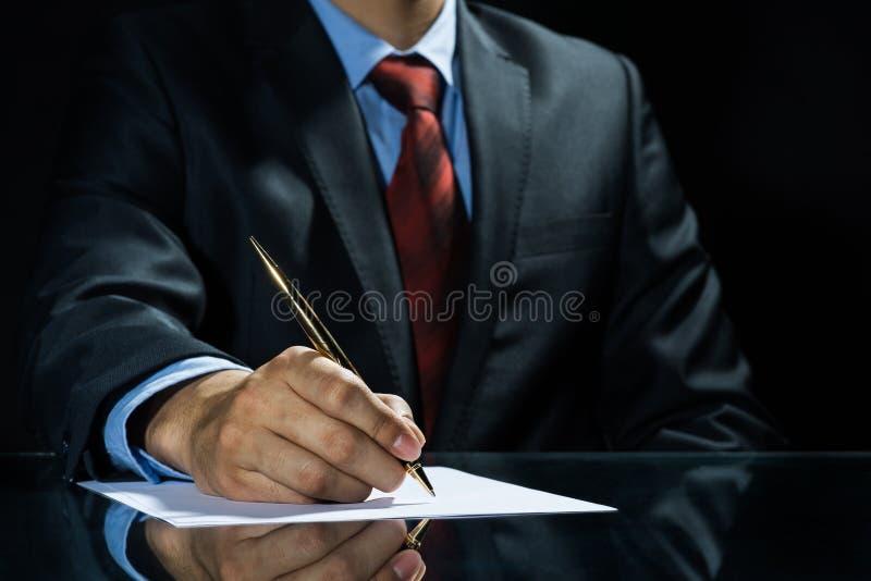 Unterzeichnen eines Abkommens! stockbilder