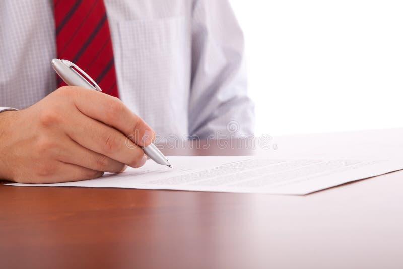 Unterzeichnen eines Vertrages lizenzfreies stockfoto
