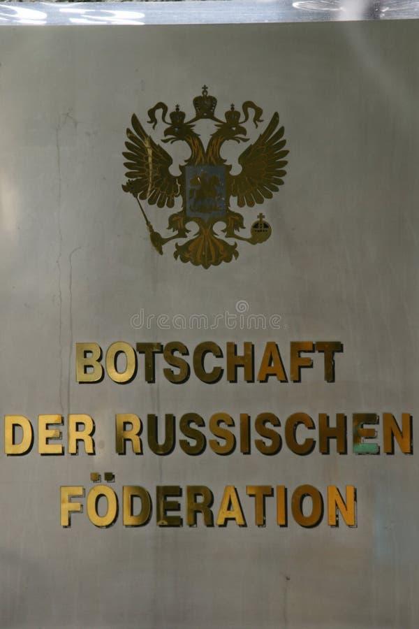 Unterzeichnen Sie auf der Botschaft der Russischen Föderation in Berlin, Deutschland stockfotografie