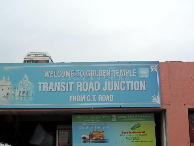 Unterzeichnen Sie Brett außerhalb des goldenen Tempels, Amritsar, Indien stockbilder
