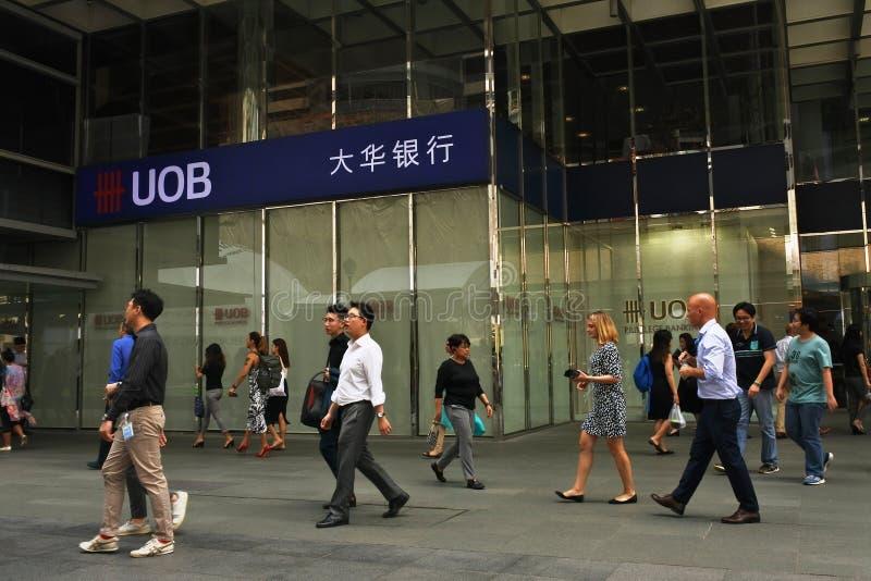 UOB Bank bland medborgare royaltyfri foto
