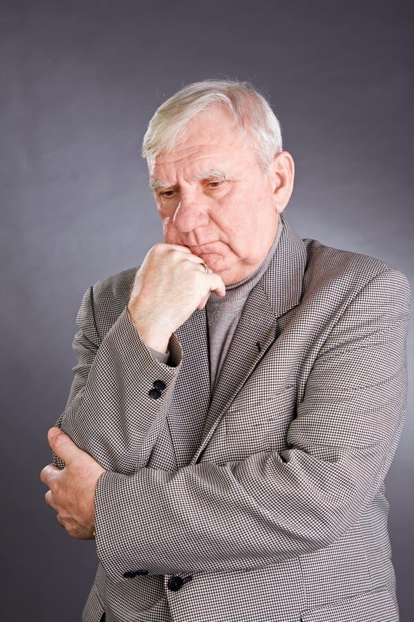 Uomini anziani premurosi del ritratto fotografie stock libere da diritti