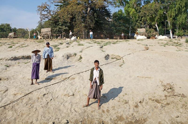 Download Uomini birmani Myanmar fotografia editoriale. Immagine di fiume - 56887301