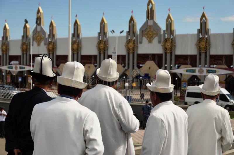 Uomini chirghisi alla moda immagine stock libera da diritti