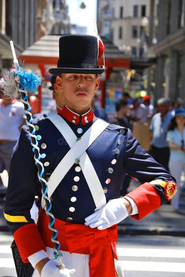 Uomini in costume del soldato immagini stock libere da diritti