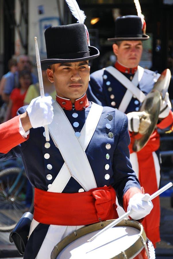 Uomini in costume del soldato immagine stock