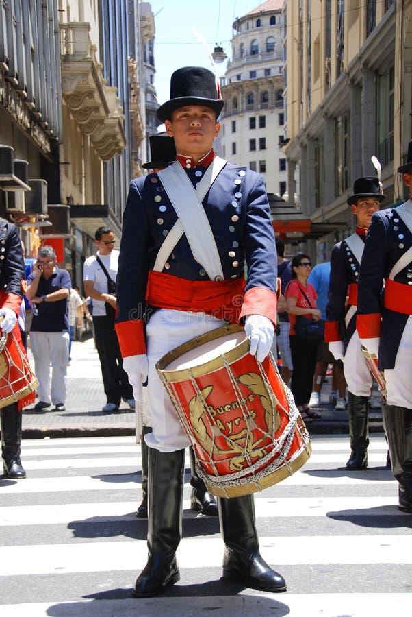 Uomini in costume del soldato fotografia stock libera da diritti