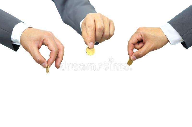 Uomini d'affari che tengono una moneta dorata immagini stock libere da diritti