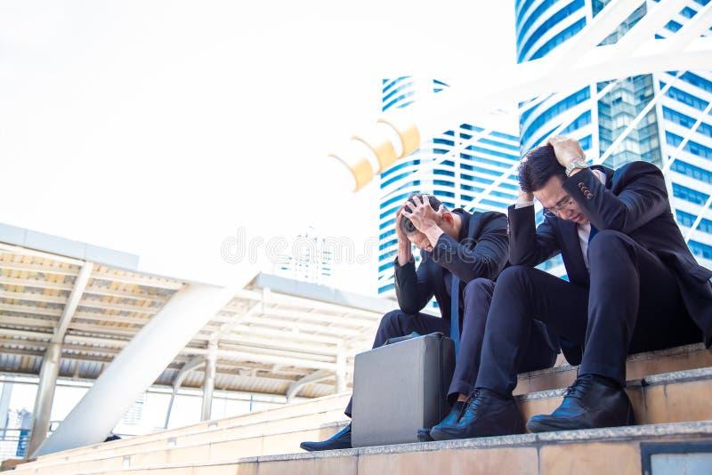 Uomini d'affari sollecitati ritratto L'uomo d'affari bello ottiene turbato fotografie stock libere da diritti