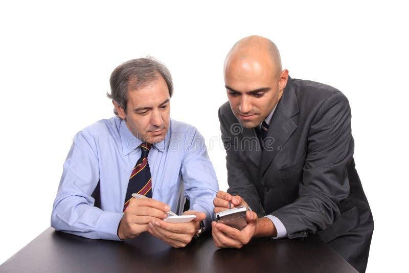 Uomini di affari su una riunione immagine stock