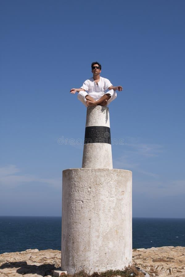 Uomini di yoga fotografia stock