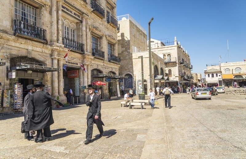 Uomini ebrei nella vecchia città Israele di Gerusalemme fotografia stock