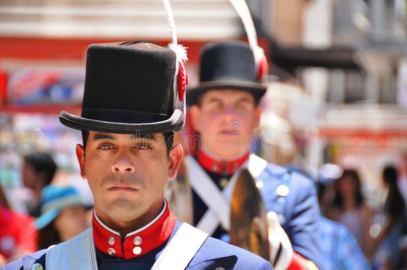 Uomini nella parata del costume del soldato fotografia stock