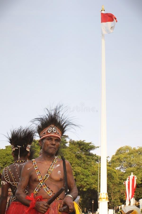Uomini in panno tradizionale dalla Papuasia fotografia stock