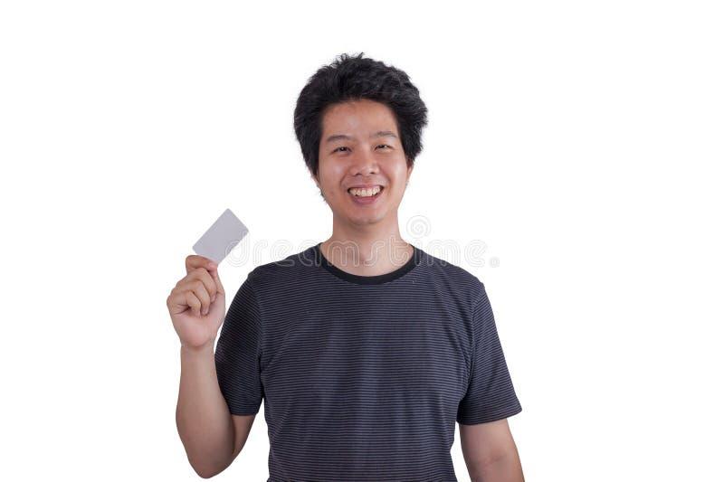 Uomo adulto asiatico che tiene la carta di credito in banca immagine stock libera da diritti