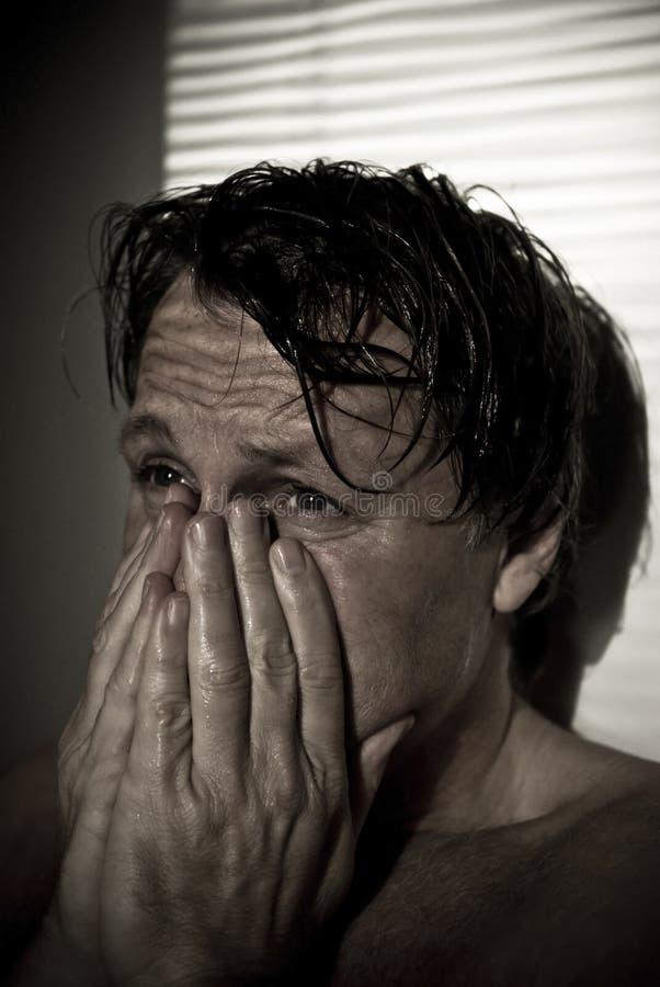 Uomo afflitto. fotografia stock libera da diritti