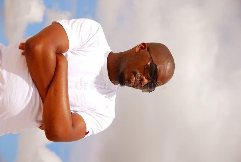 Uomo africano freddo fotografie stock