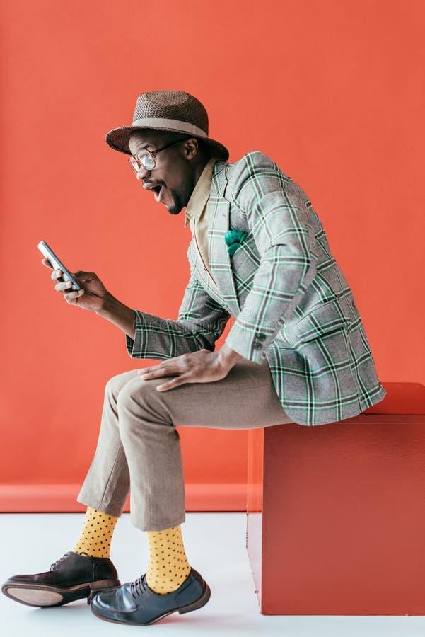 uomo afroamericano emozionante bello fotografia stock