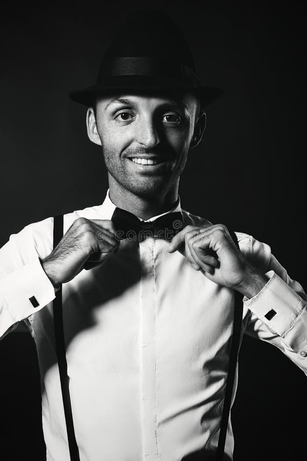 Uomo alla moda in vestito e cappello Mafia felice dell'uomo Gangst del milionario immagine stock libera da diritti