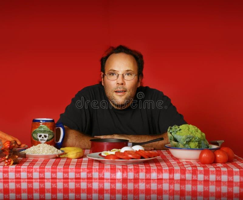 Uomo alla tabella immagini stock