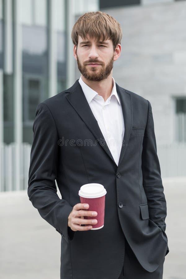 Uomo ambizioso con caffè immagine stock libera da diritti