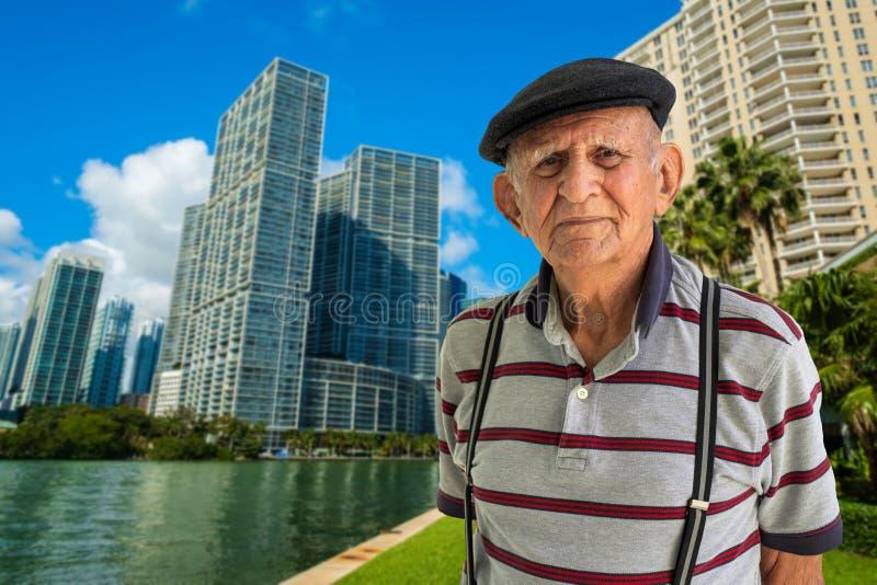uomo anziano all'aperto immagine stock libera da diritti