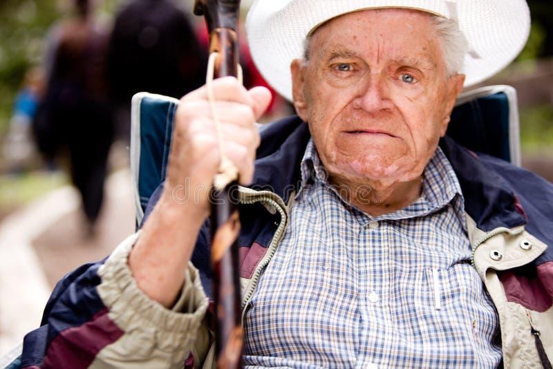 Uomo anziano arrabbiato fotografie stock libere da diritti