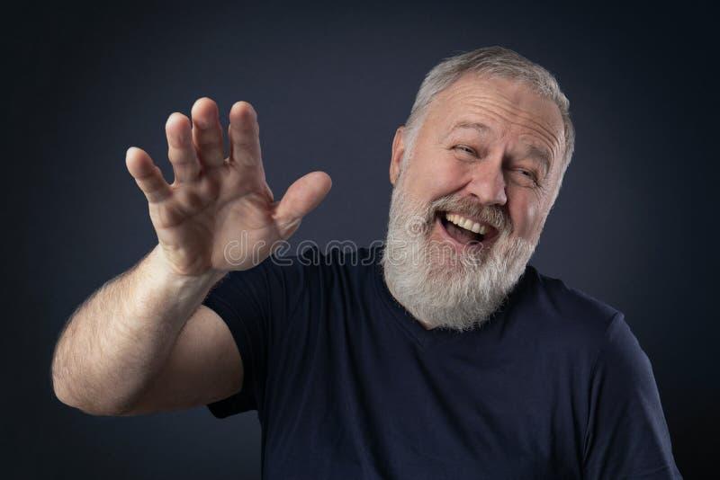 Uomo anziano che gode di qualcosa fotografia stock libera da diritti