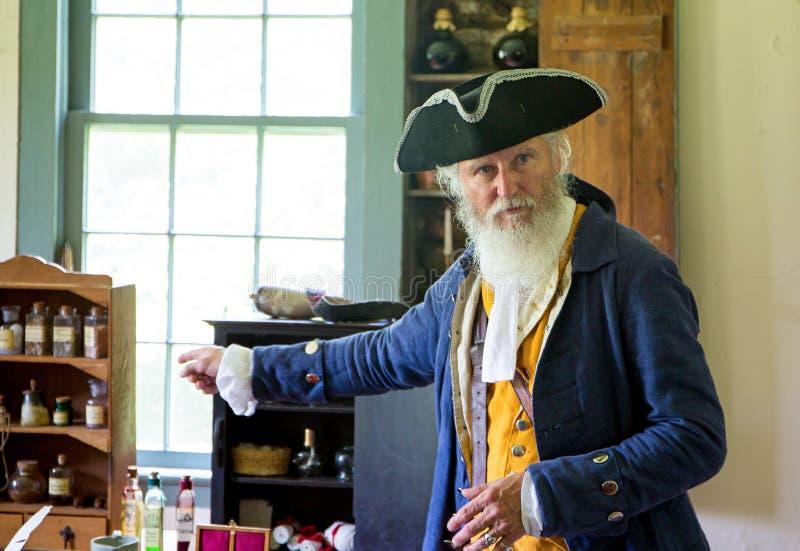 Uomo anziano in costume coloniale fotografia stock