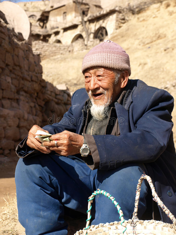 Uomo anziano dal plateau del loess che vende giuggiola fotografie stock libere da diritti