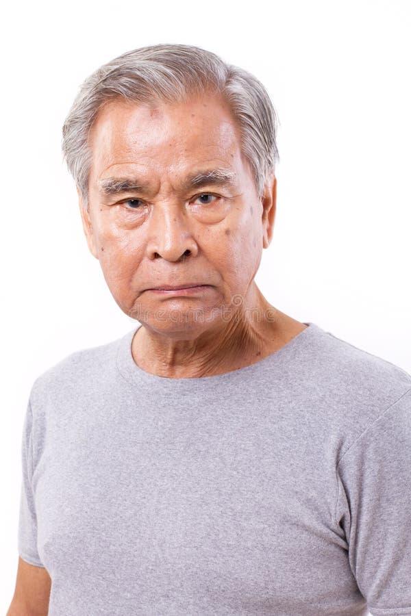 Uomo anziano senior arrabbiato e deludente fotografie stock
