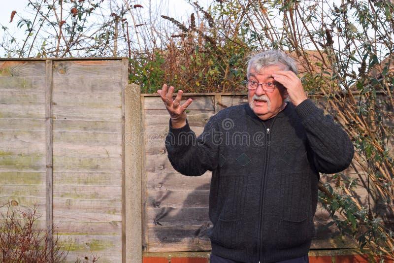 Uomo anziano sorpreso. fotografie stock libere da diritti