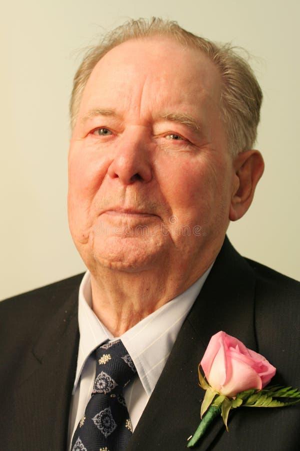 Uomo anziano in vestito ed in legame fotografia stock